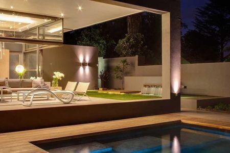 terrasse et piscine - House Sar par Nico van der Meulen Architects - Johannesbourg, Afrique du Sud