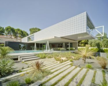 terrasse et piscine - Maison 4 en 1 par Clavel Arquitectos - Guadalupe, Espagne - photo David Frutos