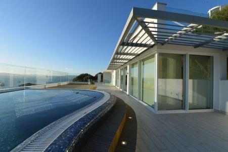 terrasse et piscine - New-Aloes à Gibraltar