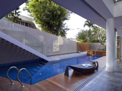 terrasse et piscine - OOI House par Czarl Architects - Singapour