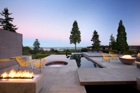 terrasse et piscine - The Groveland House par Mcleod Bovell - Vancouver, Canada