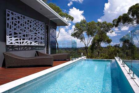 terrasse et piscine - Treetops Residence par Artas Architects & D Pearce Constructions - Toowong, Australie