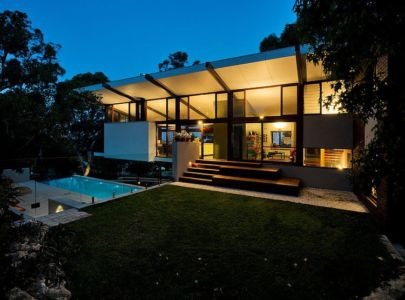 terrasse et piscine de nuit - Mayfair Street House par Klopper & Davis Architects - Perth, Australie