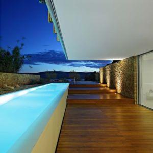 terrasse et piscine de nuit - Olive House par LOG-URBIS - Pag, Croatie