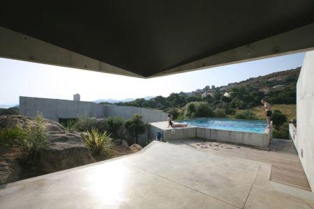 terrasse et piscine - maisons contemporaines par Bona-Lemercier - Monticello, France
