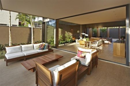 terrasse et séjour - Modern Residence par Anastasia Architects- Belo Horizonte, Brésil -Photo Jomar Bragança