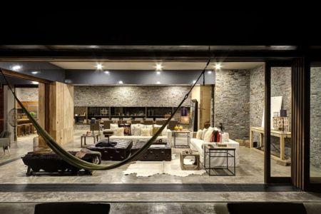 terrasse et salon - Casa BS par  Elías Rizo Arquitectos - Tapalpa, Mexique