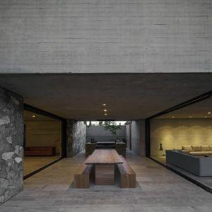 terrasse et table séjour - SH House par 01arq - La Dehesa, Chili