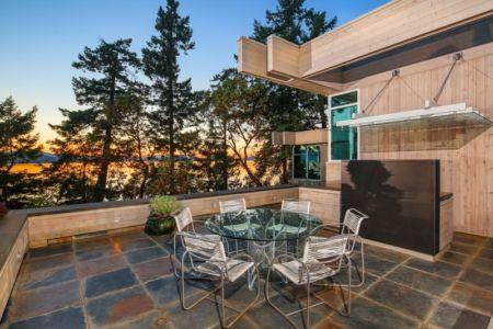 terrasse et vue sur lac - villa contemporaine en bois par Daniel Evan White - Saanich, Canada