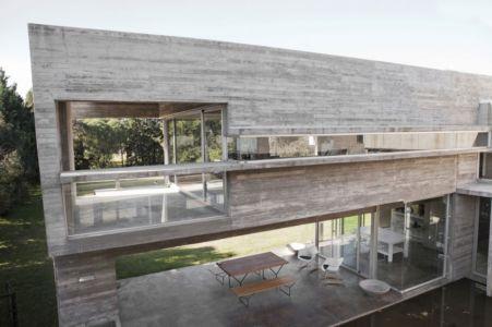 terrasse intérieure extérieure - Torcuato House par BAK arquitectos - Buenos Aires Province, Argentine