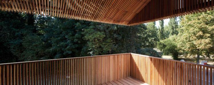 balcon en bois - maison bois contemporaine par Avenier Cornejo - Orsay, France