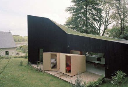 terrasse et lits box - maison bois secondaire par RAUM -France - Photos - Audrey Cerdan
