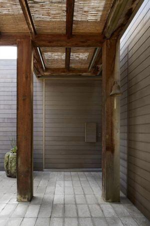 porche entrée - maison contemporaine en bois par B.E ARCHITECTURE, Flinders, Australie