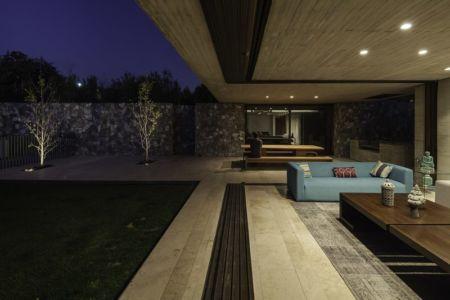 terrasse ouverte sur salon - SH House par 01arq - La Dehesa, Chili