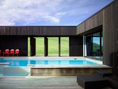 terrasse & piscine - Modern farmhouse par Pattersons - Muriwai, Nouvelle-Zélande