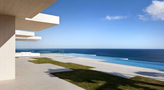 terrasse piscine - Sardinera House par Ramon Esteve Estudio - Valencian Community, Espagne