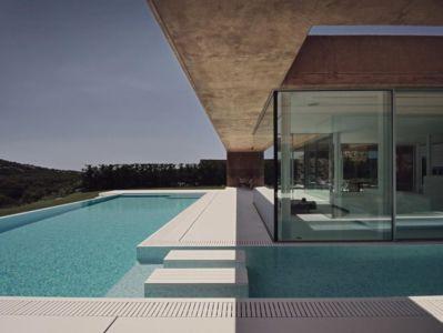 terrasse piscine - maison réhabilitée par MANO Arquitectura - Begur Espagne