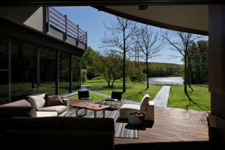 terrasse salon design - House-Kharkiv par Sbm studio - Kharkiv, Ukraine