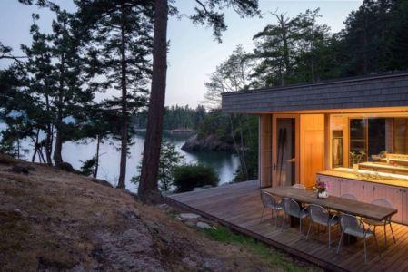 terrasse salon design - Woodsy-Retreat par Heliotrope Architects - Washington, USA