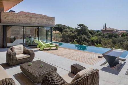 terrasse salon design & piscine House -Molino par Mariano Molina Iniesta, Espagne
