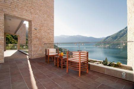 terrasse salon design & vue panoramique paysage - Vila-Stoliv par Enforma Architectural Studio - Montenegro