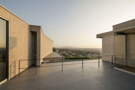 toit terrasse & vue panoramique ville - House-Hillside par Benavides & Watmough arquitectos - Santiago, Pérou