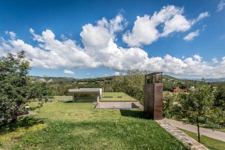 toit végétalisé - House in Q2 par Santiago Viale - Mendiolaza, Argentine