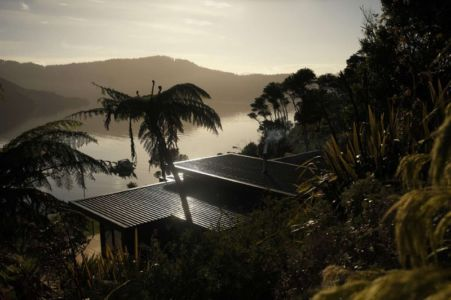toiture - Porotu Bach par studio MWA - Miritu Bay, New Zealand
