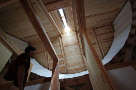toiture charpente bois - Passive-House par Kikuma Watanabe - Kasugoaka, Japon
