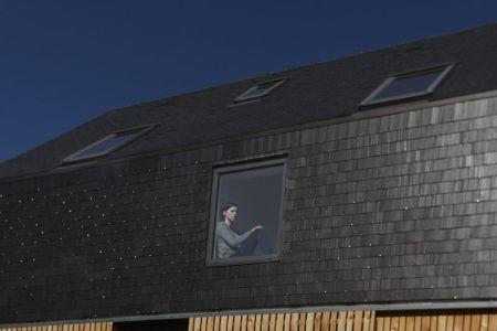 toiture et fenêtres - Maison L. ossature bois par Atelier 56S - France - Photo Jeremías Gonzalez