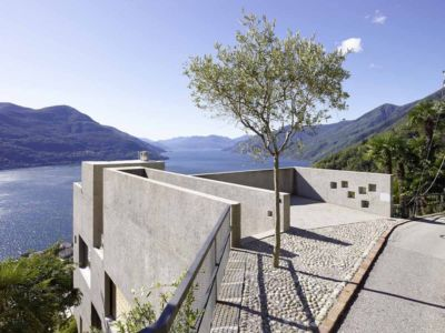 toiture et vue panoramique - House in Brissago par Wespi de Meuron Romeo architects - Brissago, Suisse
