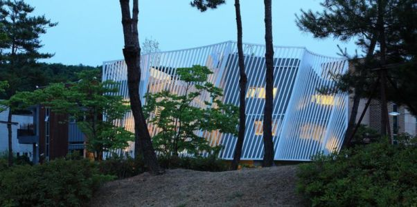 façade forme convexe - Kyeong Dok Jai par Uroje Khm Architects - Corée du Sud