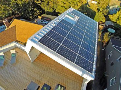 toiture photovoltaïque - Unique Reclaimed Modern par Dwell Development LLC - Seattle, Usa
