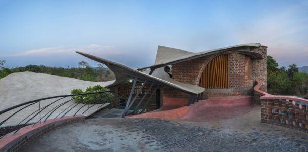 toiture terrasse - Brick House par iStudio architecture - Wada, Inde