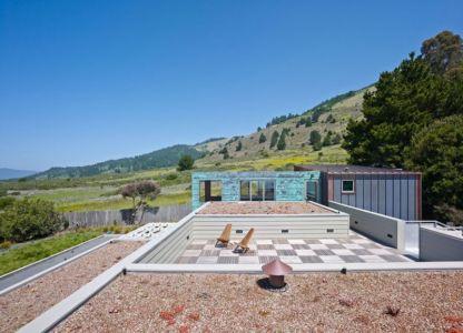 toiture terrasse - In-Out par Wnuk Spurlock Architecture - Stinson Beach, Californie, USA