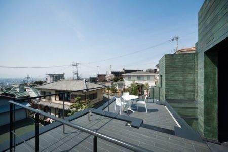 toiture terrasse - Ishikiri House par Sugawaradaisuke - Osaka, Japon
