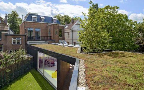 façade nord maison et toiture terrasse végétalisée - Villa-Juliana par Borren Staalenhoef Architects - Leeuwarden, Pays-Bas