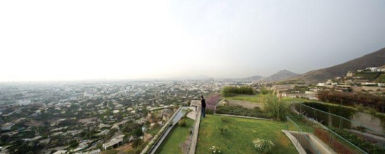 toiture végétalisée & vue panoramique ville - Pachamanca-House par 1-arquitectos - Lima, Pérou