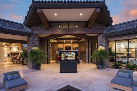 tv extractible sur terrasse - villa du desert par Tor Barstad -Scottsdale, Usa