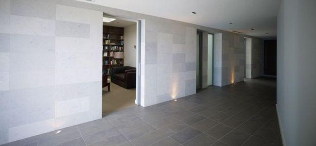 vaste couloir - Piccoli Residence par  Casalgrande Padana Spa - Indiana, USA