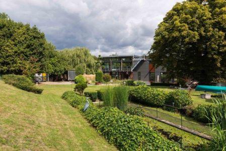 vaste jardin & pelouse - houseboat par MAA Architects - Tamise, Angleterre