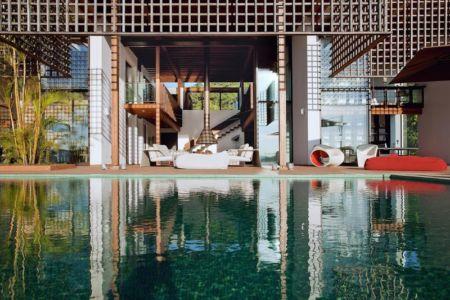 vaste piscine & façade terrasse - Quinta-House par CANDIDA TABET ARQUITETURA - São Paulo, Brésil