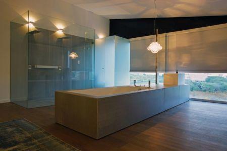 vaste salle de bains - Campanario-2 par Axel Duhart Arquitectos - Santiago-Querétaro, Mexique