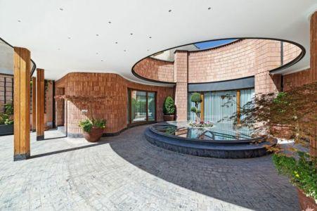 vaste terrasse intérieure - Kaveh-House par Pargar Architecture and Design Studio - Téhéran, Iran