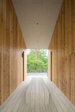 Vaste Couloir Intérieur - Shed-Roof-House Par Hiroki Tominaga - Yamanashi, Japon