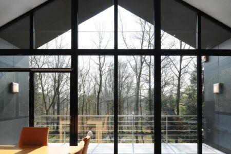 verrière - Sous-bois par Luc Spits Architecture - Liege, Belgique