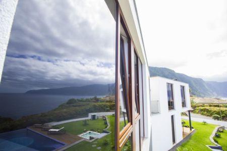 vitrage façade - Casa do Miradouro par Dirck Mayer - Ponta Delgada, Madère, Portugal