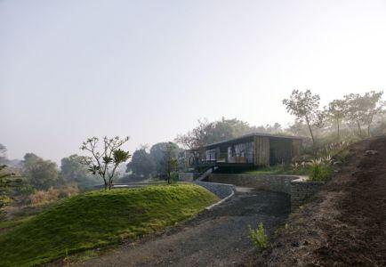 voie principale accès - Riparian-House - Architecture Brio - Karjat, Inde