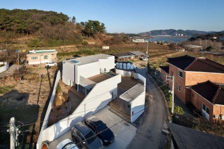 vue aérienne - Woljam-ri House par JMY architects - Gyeongsangnam-do, Corée du Sud