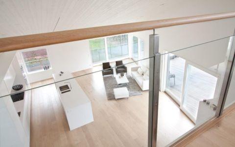 vue aérienne cuisine salon - villa Skipas par Tengbom - Halmstad, Suède